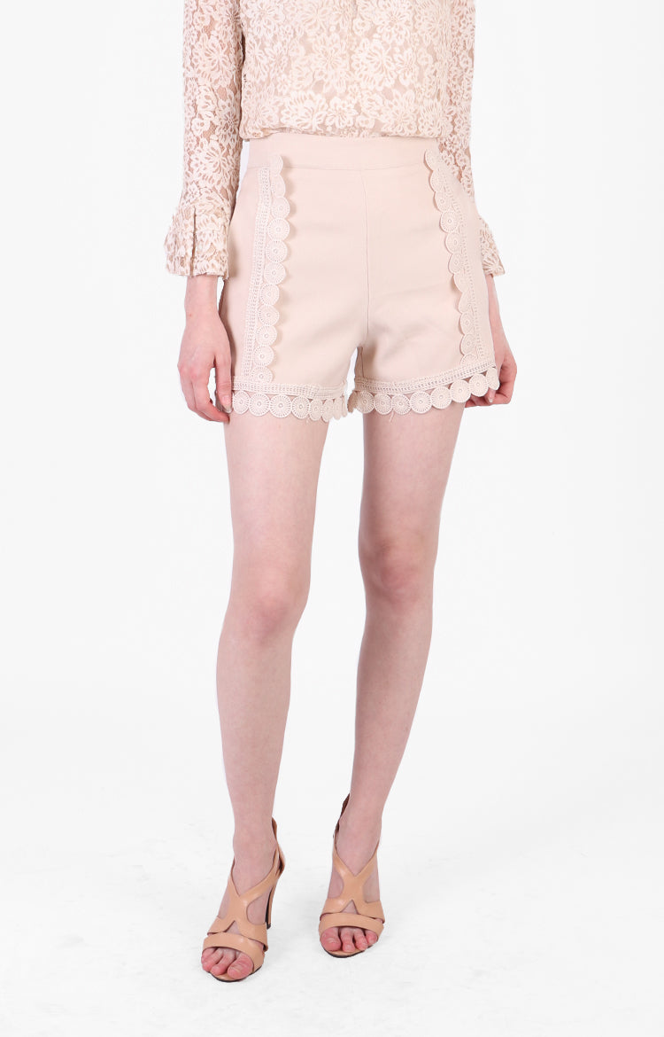Quennie Shorts in Nude
