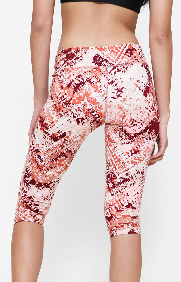 Womanly Spandex Printed Capri in Pink
