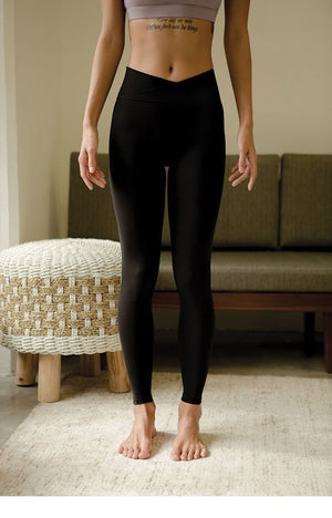 Acceptance Performance Tights in Classic Black