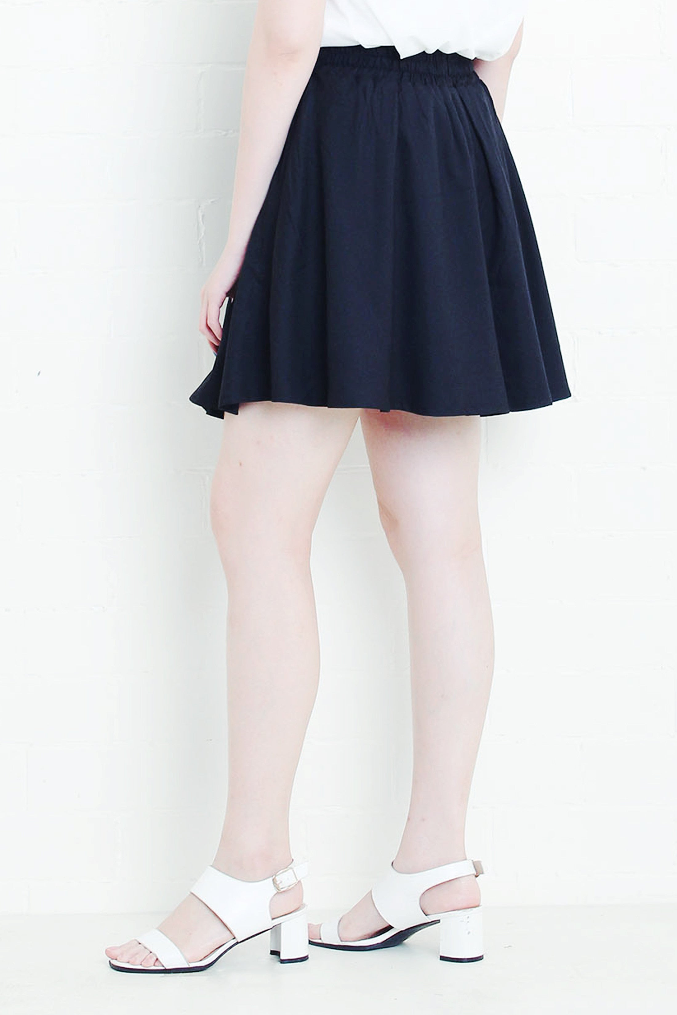 Bow Skirt in Black