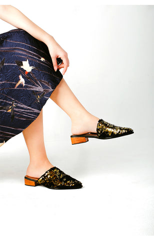 Reversible Asymmetrical Mule in Gold