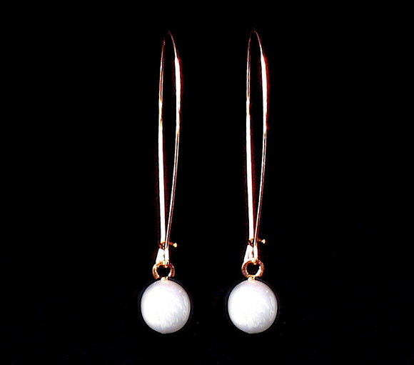 Delicate Rose Gold Earrings, Pearl Coin Earrings, Long Earrings, Modern Jewelry, Dangly Earrings, Flat Coin Pearls
