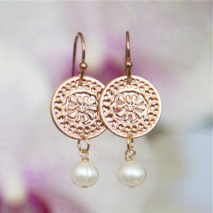 Rose Gold Circular Earrings With Pearls, Short Earrings, Pearl Earrings, Modern Jewelry, Dangly Earrings, Flower Design