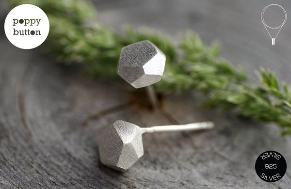 Dainty geometric faceted hexagon stud earrings in 925 silver