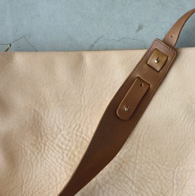 .urukust Leather Shoulder Bag L Beige Oak - NOMADO Store