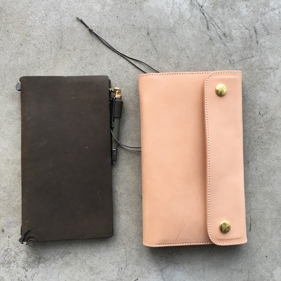 The Superior Labor Traveler's Purse (2 colours) - NOMADO Store