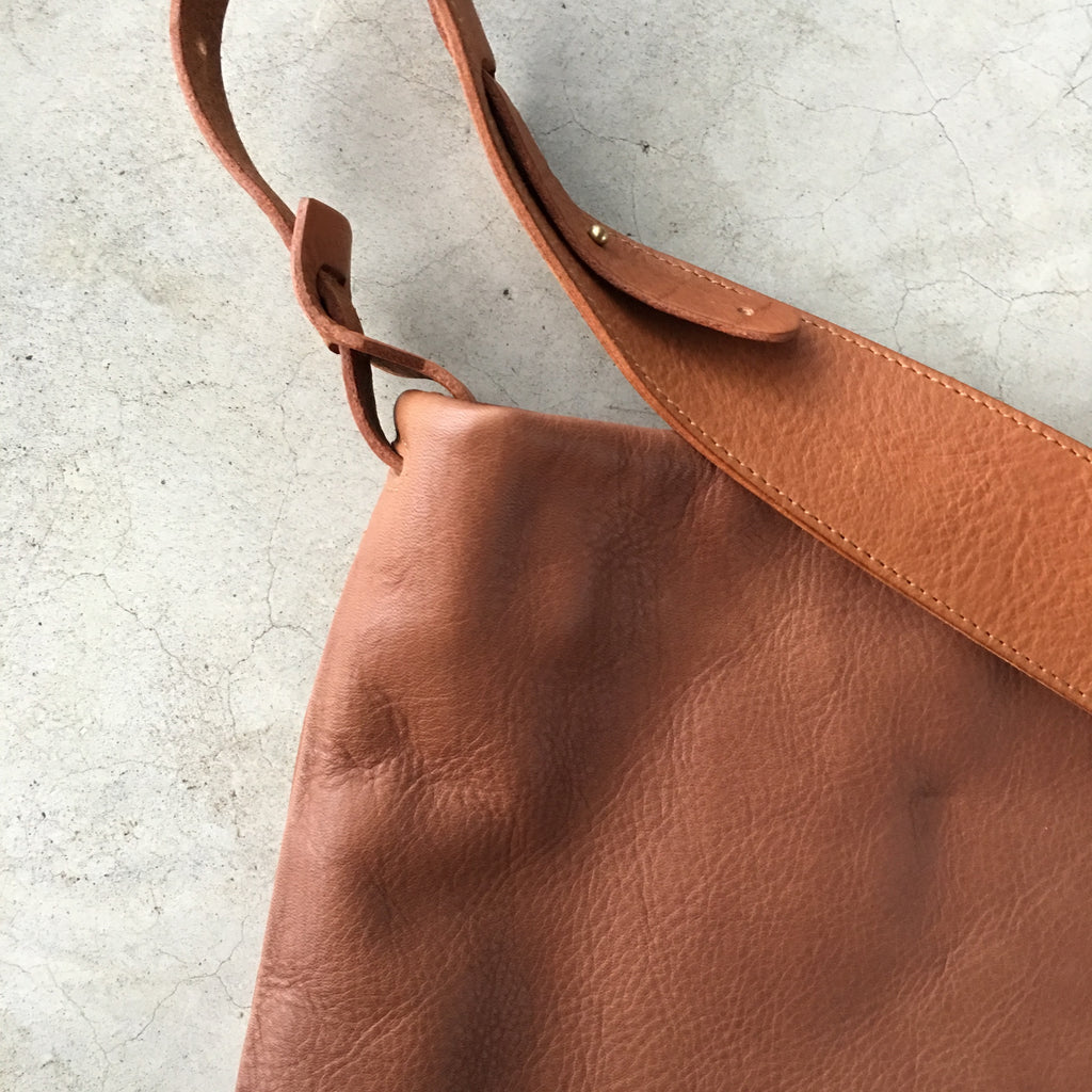.urukust Leather Shoulder Bag S Brown - NOMADO Store