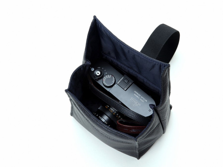 Artisan and Artist ACAM 77 leather camera pouch (black or brown) - NOMADO Store