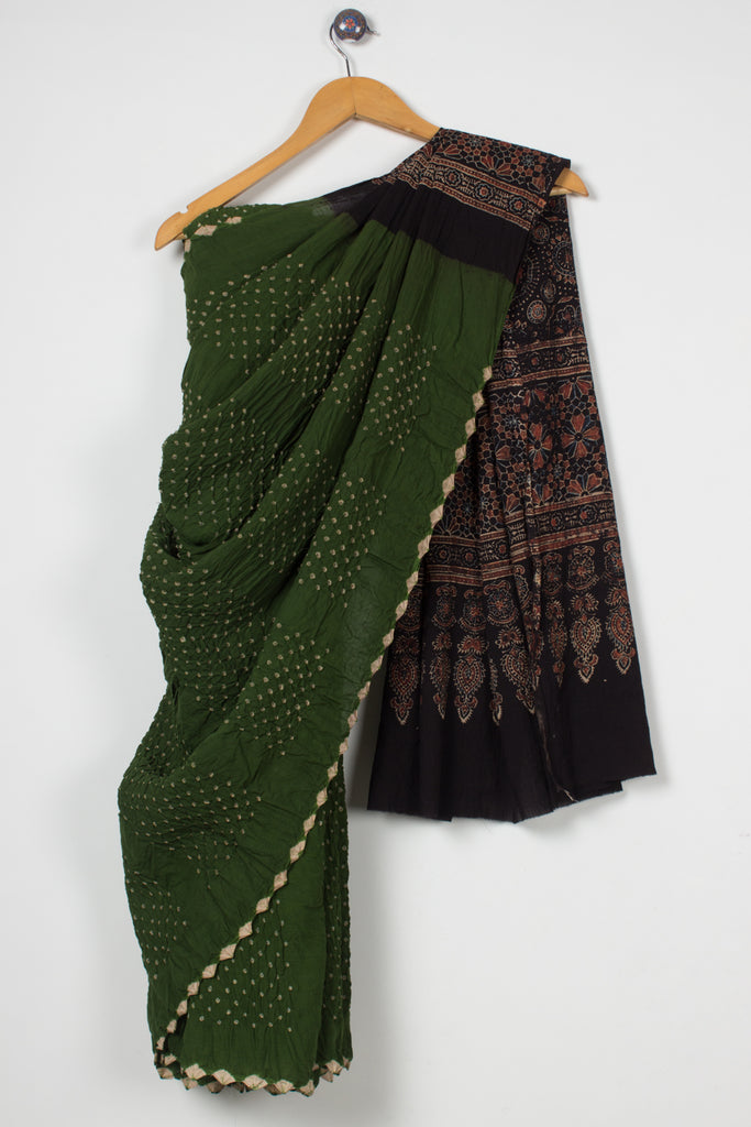 Bands of Bandhani Ajrakh Saree