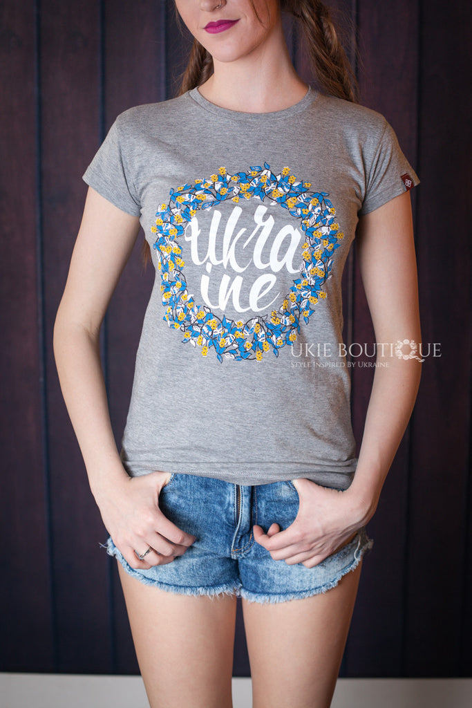 "Grey ""Ukraine"" T-shirt with printed blue & yellow wreathe design - Ukie Boutique"