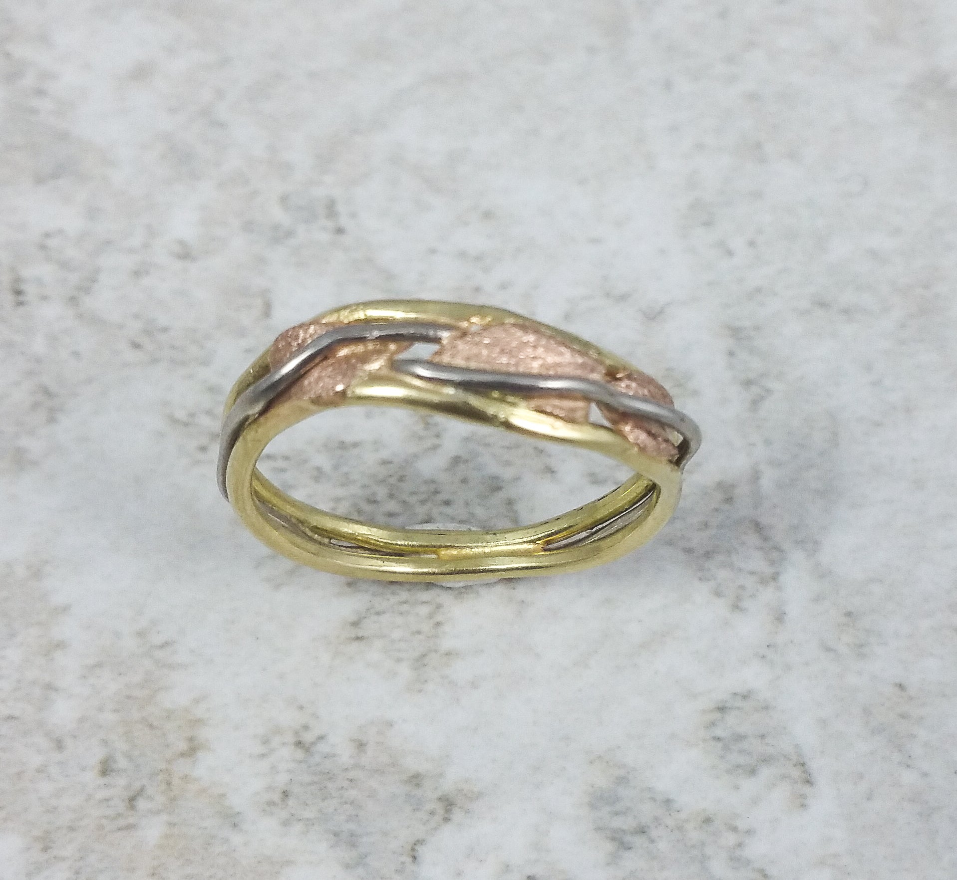 Leaf and Vine Curved Band in yellow, rose and white gold