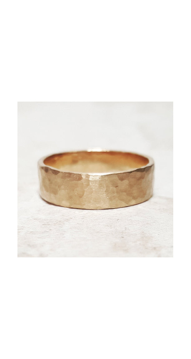 Hammered Band in Yellow Gold