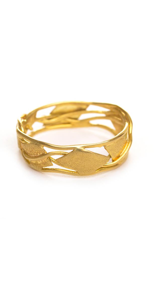 Leaf and Vine Band in yellow gold