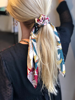 SCRUNCHIE SCARVE - FLORAL CREAM