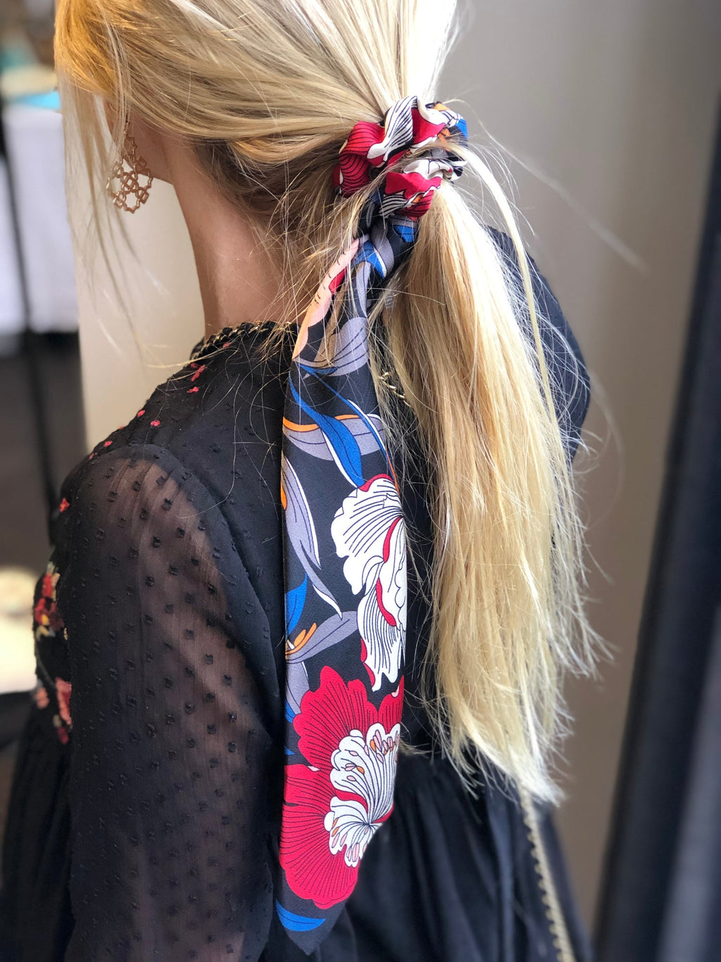 HAIR SCRUNCHIE SCARVE - FLORAL BLACK | Queen of the Foxes