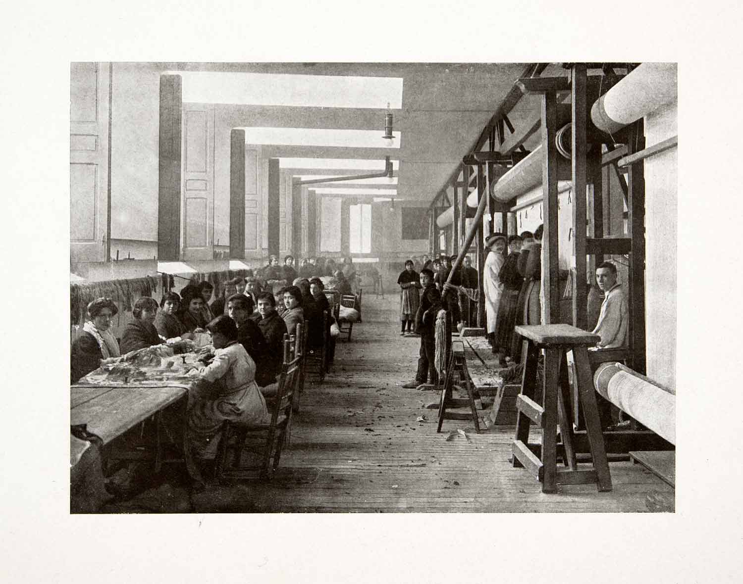 1917 Print Royal Tapestry Factory Manufacture Madrid Spain Workroom Loom XDC8
