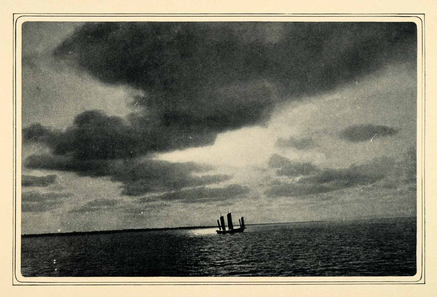 1905 Duotone Print China Sea Sailing Ocean Skiff Ship Seascape Philippines XGQ2