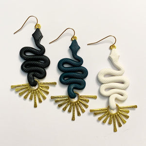 Medusa Mini Earrings - Divine Pearl