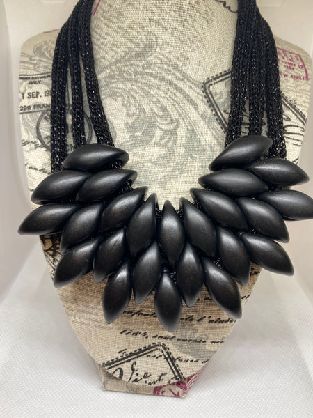 Black Fangs Necklace - Umami Tea