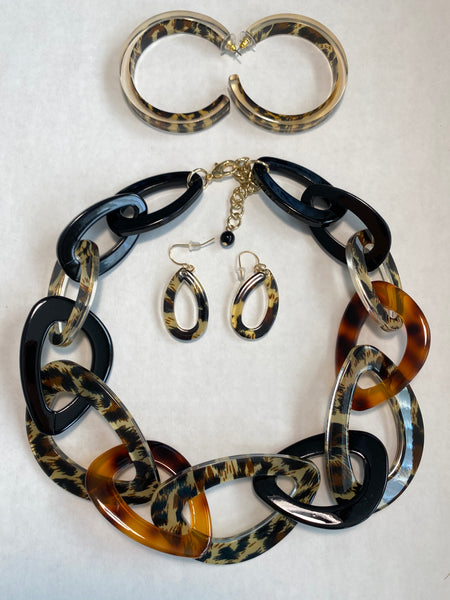 Dora - Cheetah Buffalo Horn Necklace Set - Umami Tea