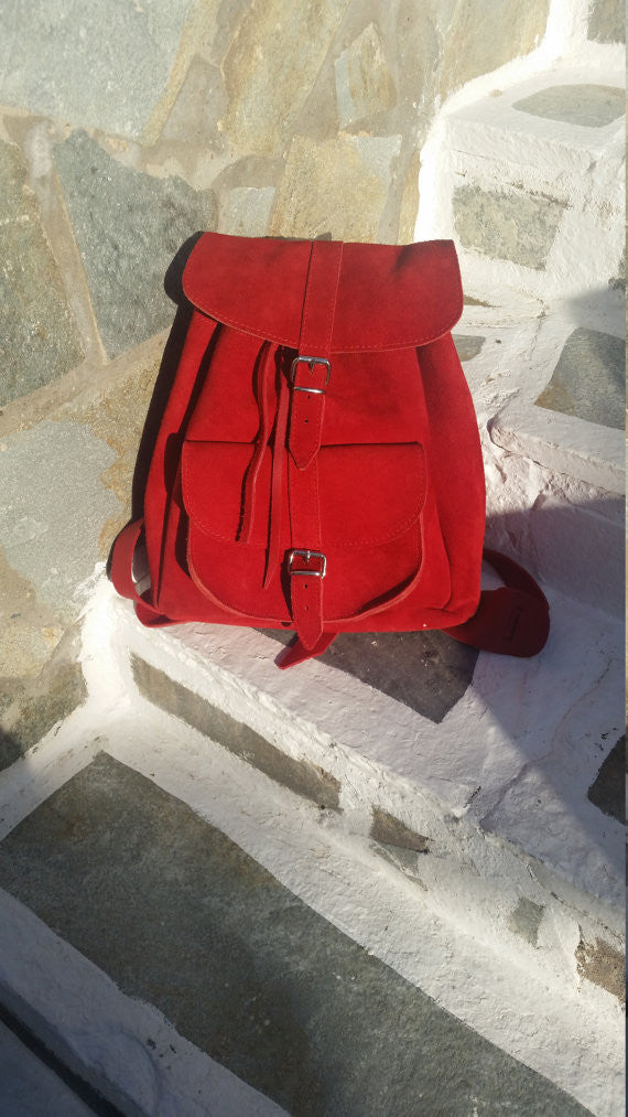 Leather Backpack in bright red - art of shop  - 2