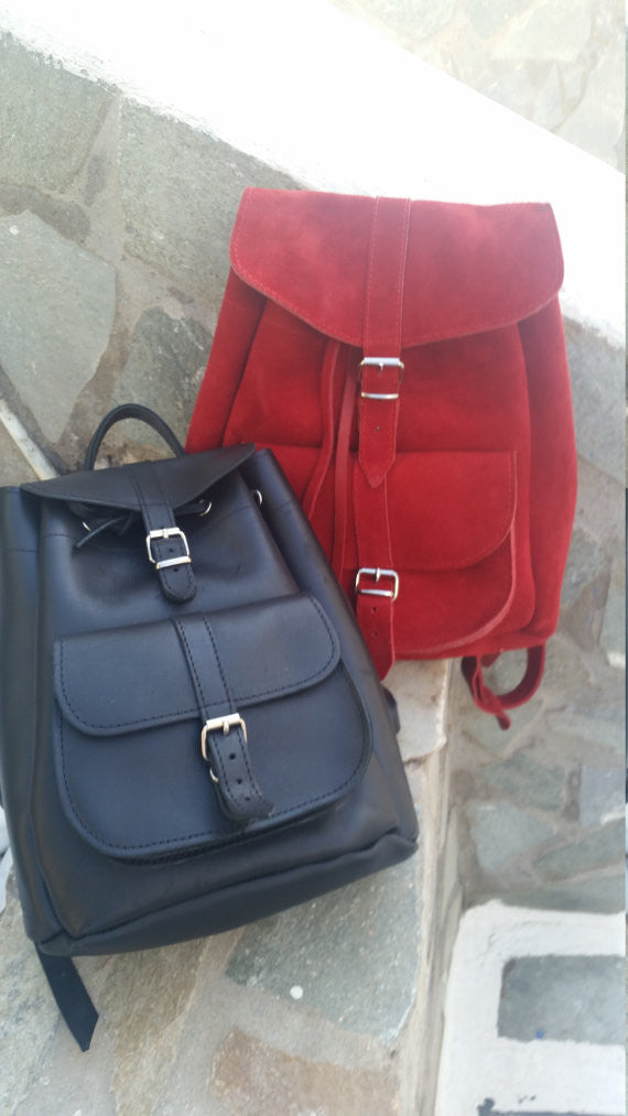 Leather Backpack in bright red - art of shop  - 3