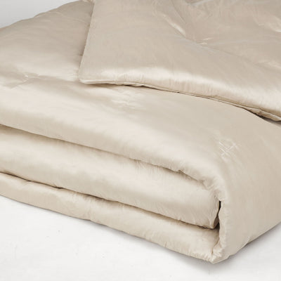 cream_bedspread. duck_down_throw. warm_bed_throw. Fits_large_bed.