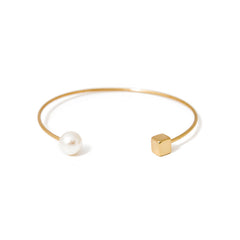Pearl and Gold Cuff Bracelet av max