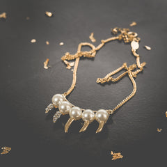 Pearl Claw Necklace av max