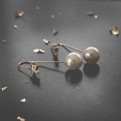 Pearl and Star Earrings av max