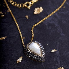 Mother of pearl necklace from sixforgold