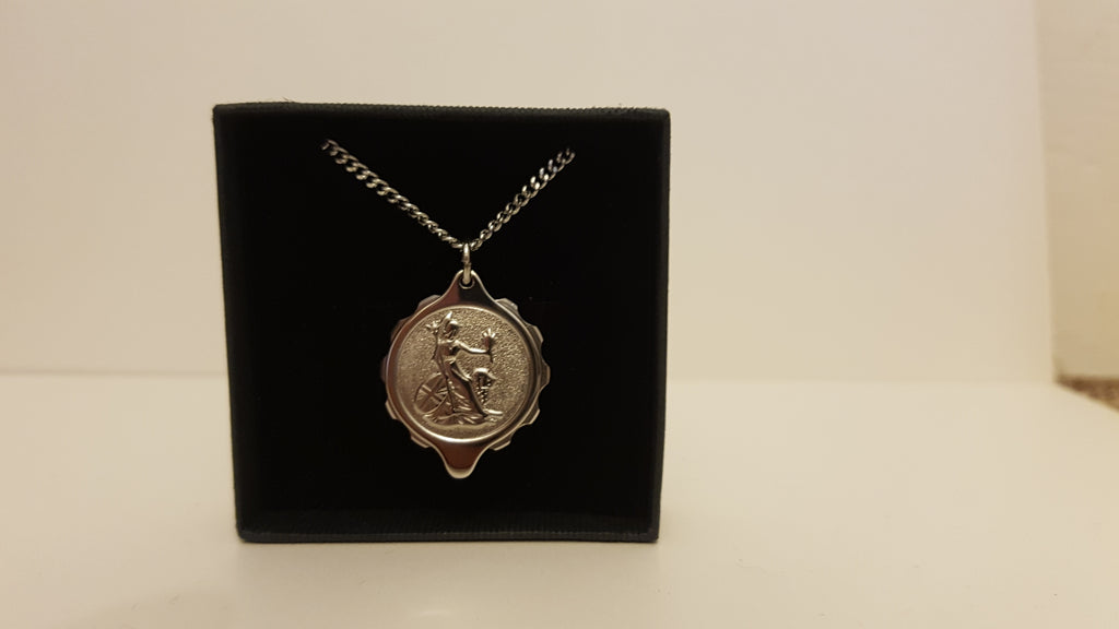 225130 Stainless Steel Pendant With Royal Britannia On 22