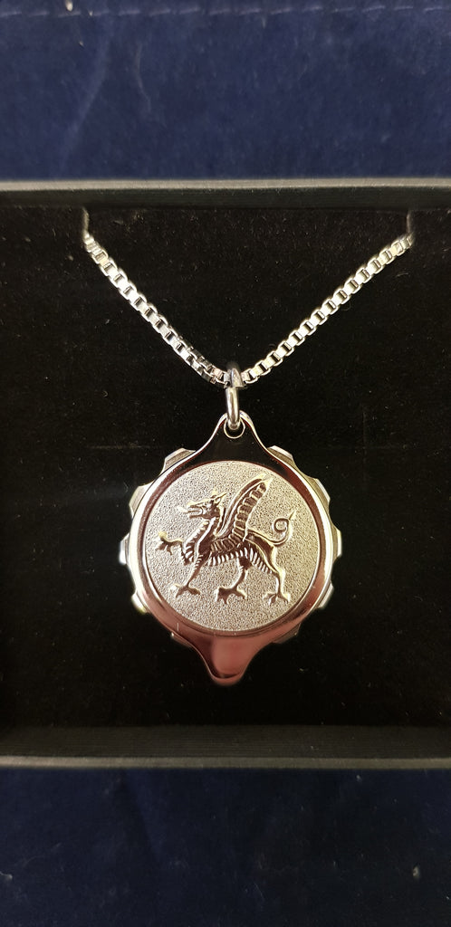 STAINLESS STEEL PENDANT WITH WELSH DRAGON ON 22