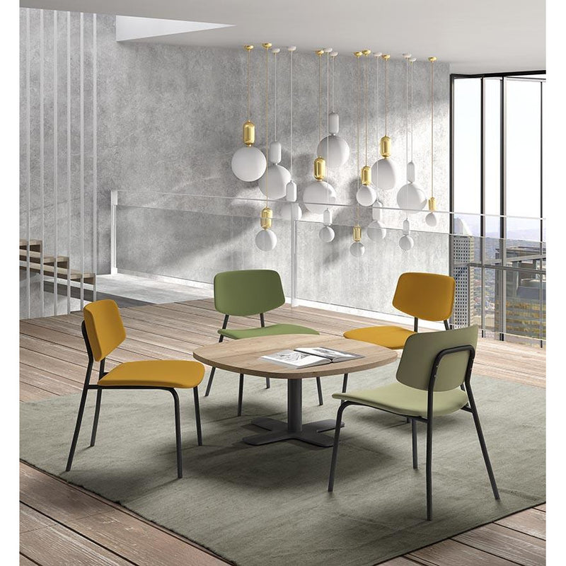 Low dining tafel Spinner met low dining stoelen Lago perfecta