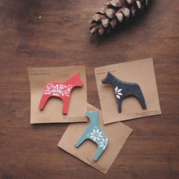 dala horse wooden brooch pin -accessory- prettydreamer - 4
