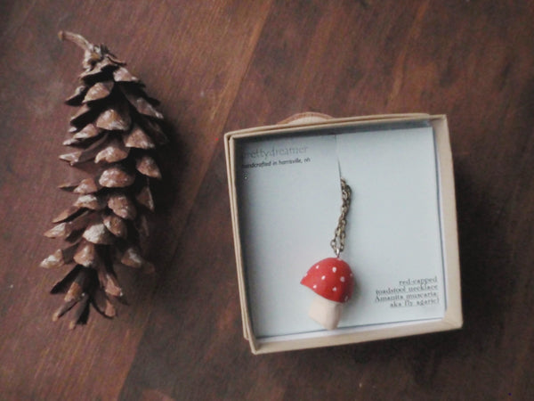 red-cap toadstool pendant -accessory- prettydreamer - 5
