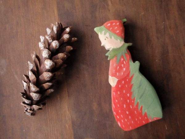 mrs. strawberry/ waldorf wooden figure -waldorf- prettydreamer - 3