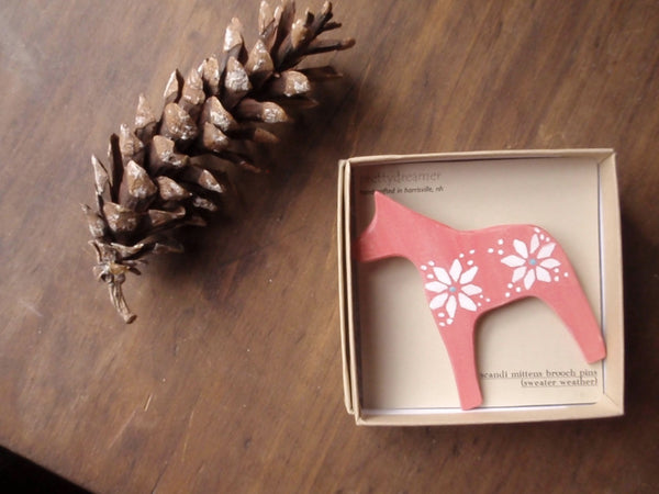 dala horse brooch / classic sweater weather -accessory- prettydreamer - 3