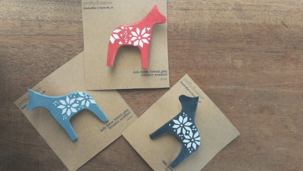 dala horse wooden brooch pin -accessory- prettydreamer - 2