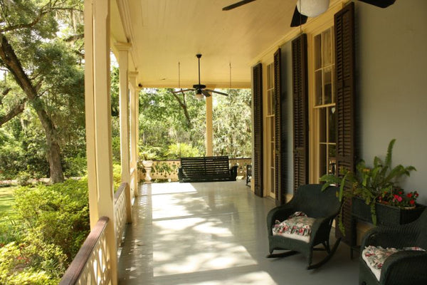 6 Tips for Choosing the Best Porch Swing