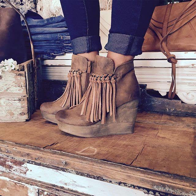 Sbicca Zepp TAN Fringe Wedges