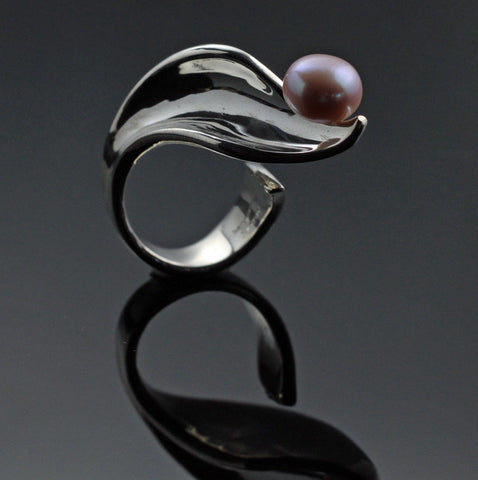 Side Leaf Ring with Pink Pearl
