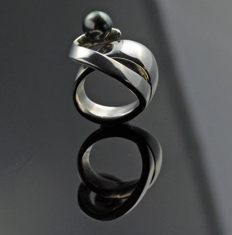 Up & Over Ring with Black Tahitian Pear-lR1031TP