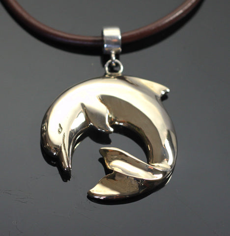 Bronze Curved Dolphin Pendant – BRS1018