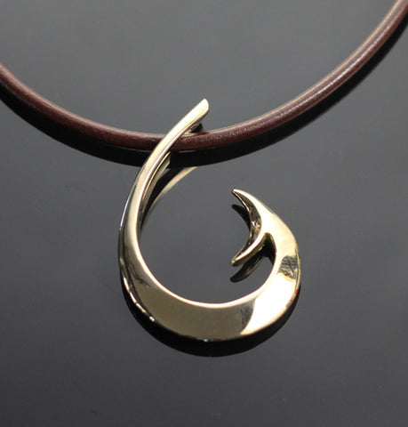 Bronze Lg Circle Hook Pendant
