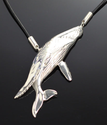 Humpback Necklace – S1006