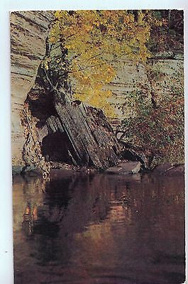 The Baby Grand Piano, Lower Dells of the Wisconsin River, Wisconsin Dells, WI $10.00