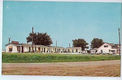 Vintage Postcard of The Hooks Court in Preston, MO $10.00