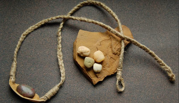 Hand Throwing Stone : How to make and use a rock sling survival hax