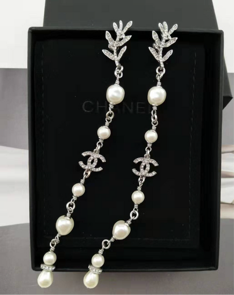 CHANEL Crystal PEARL DANGLE EARRINGS
